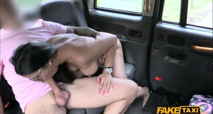 Julia blows the cab driver