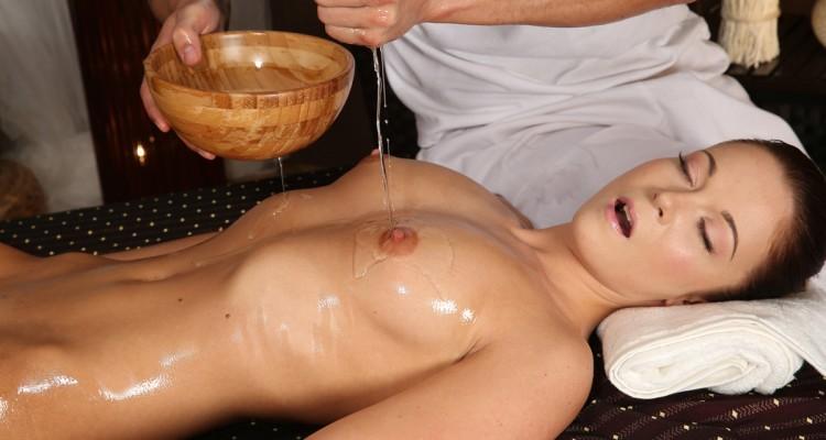 Angella gets a fully body oil massage