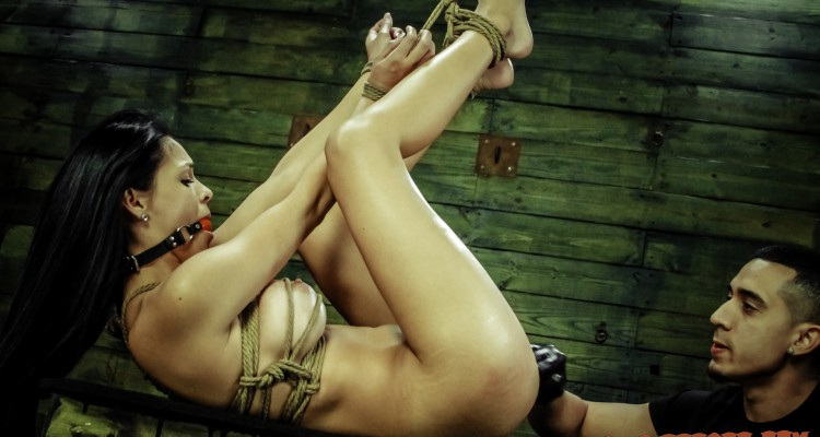 Jasmine Caro orgasms while bound with rope