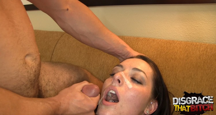 Amateur takes thick load of jizz directly on face