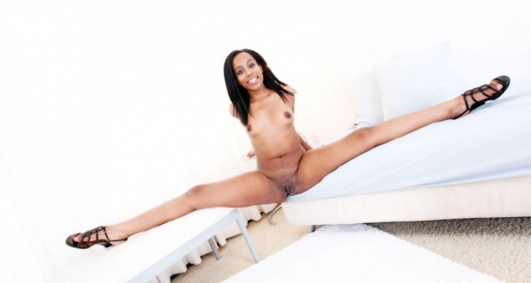 Deana Dulce does the splits before getting fucked