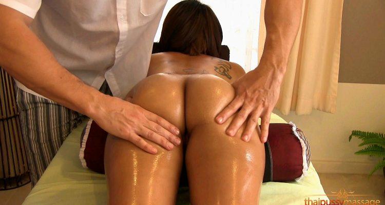 Cute thai babe gets massage