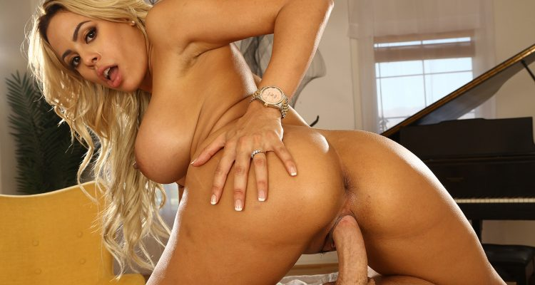 Luna Star gets fucked in 360 degrees